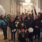 Для детей герои в Черновцах провели шуточную церемонию бракосочетания